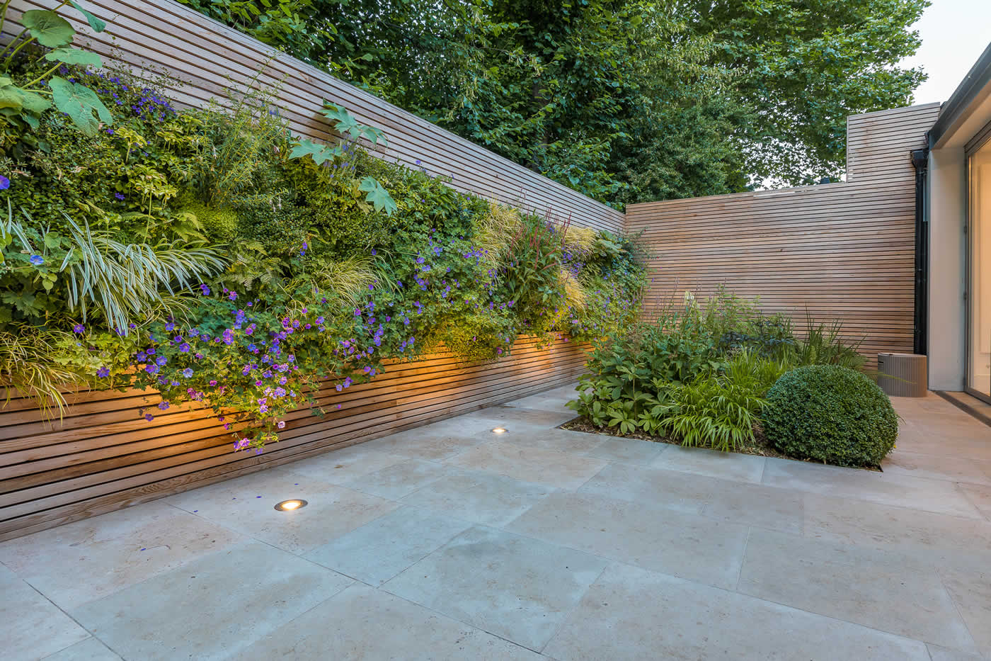 Contemporary urban family garden design in Belsize Park ...