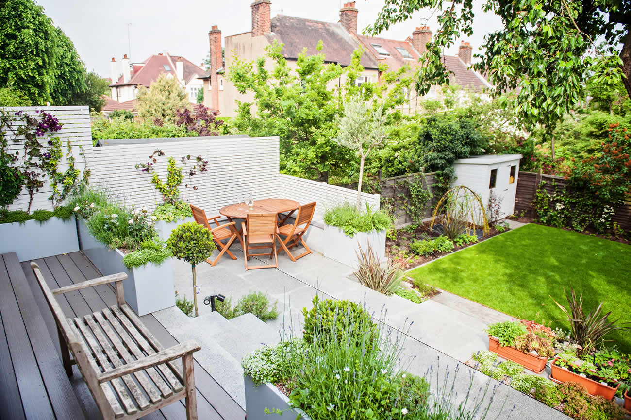 Landscaped multi levelled contemporary garden designed for Decoration jardin terrasse