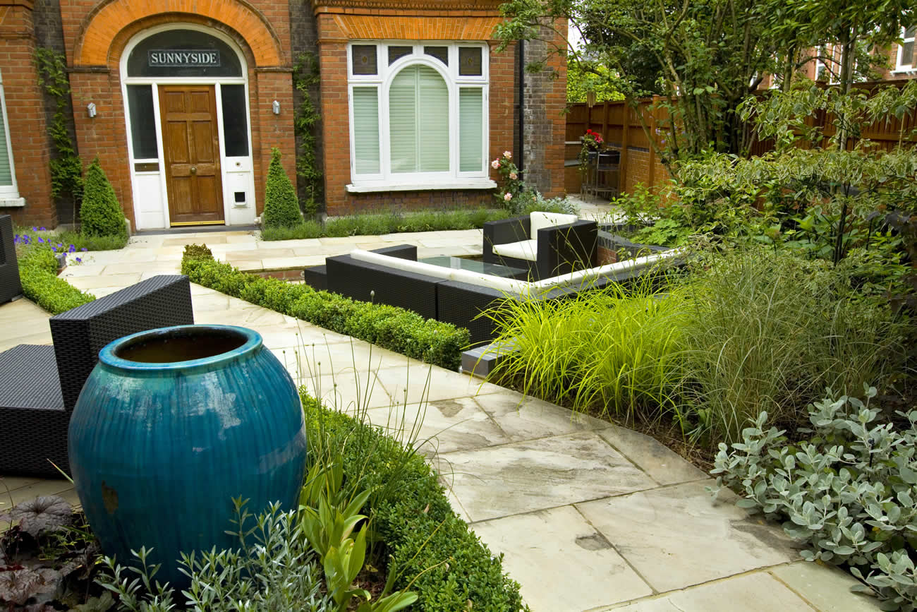 Large paved garden terrace with sunken paved area and for Terrace 33 city garden