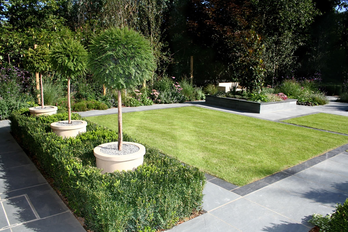 Stunning family garden surrey apl awards 09 lynne marcus for Landscape design pictures