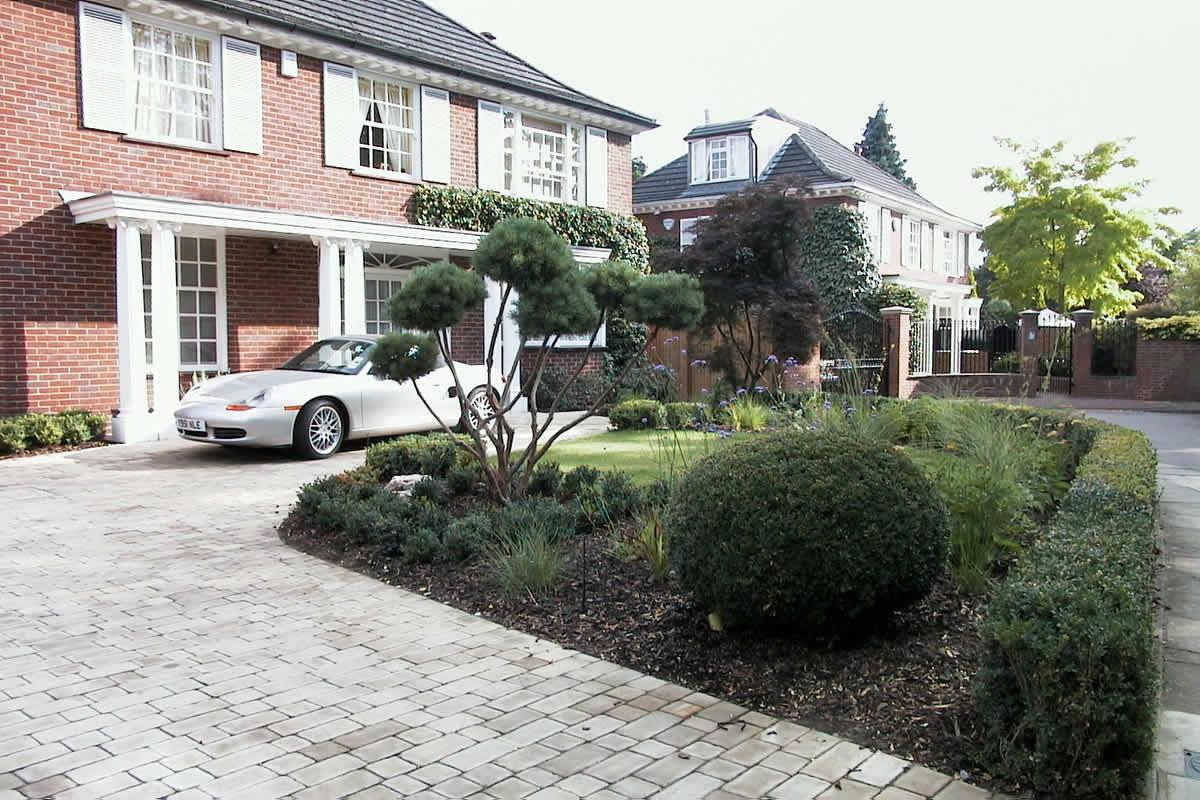 Semi Circular Landscaped Driveway Using York Setts