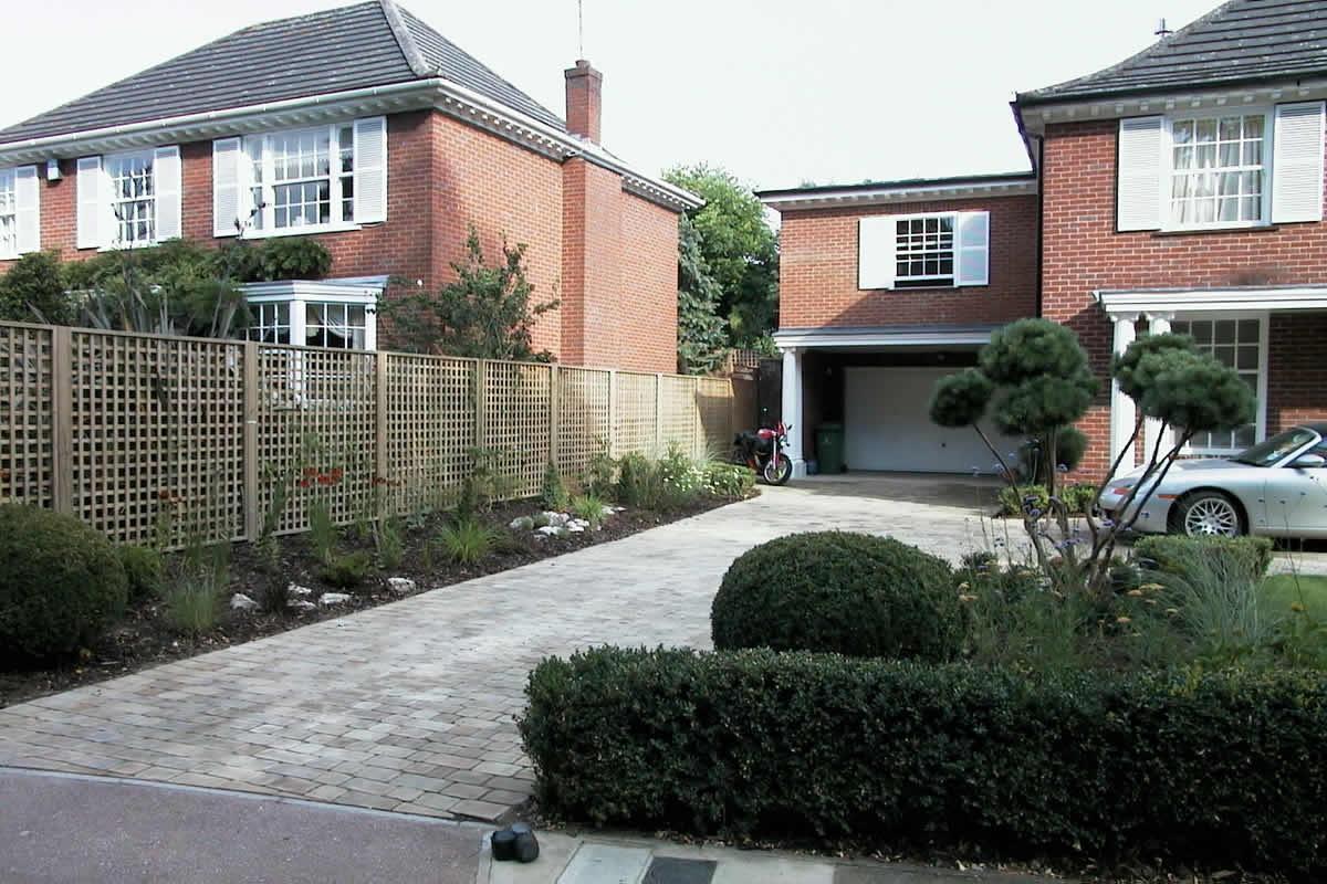 Semi Circular Landscaped Driveway Using York Setts