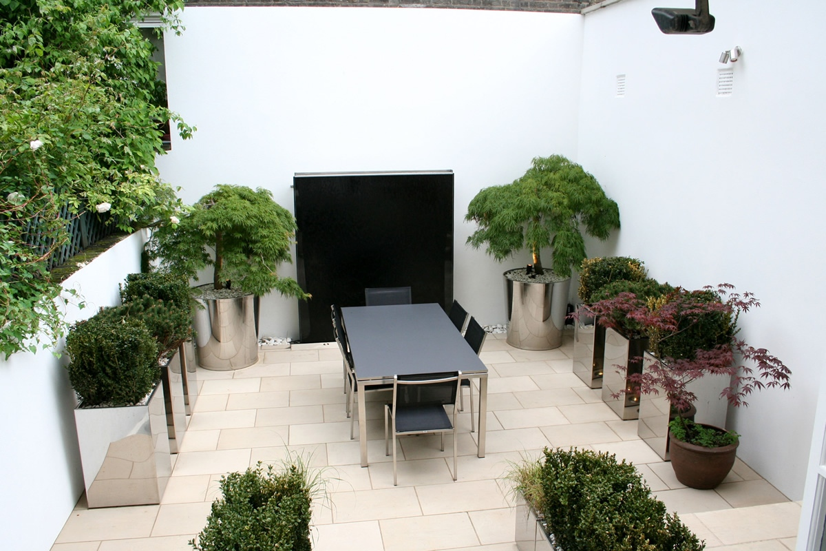 contemporary garden designs in chelsea compact garden inside