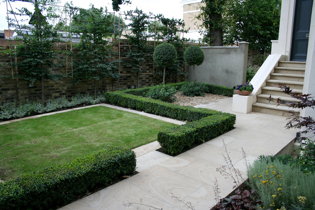 Contemporary garden with formal planting design and resin for Modern garden