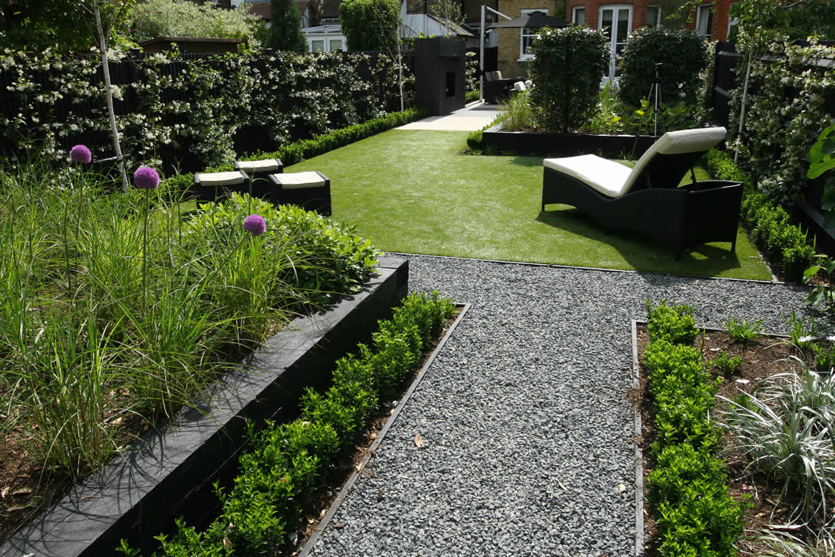 Family garden barnes receives highly commended at garden for Back garden designs uk