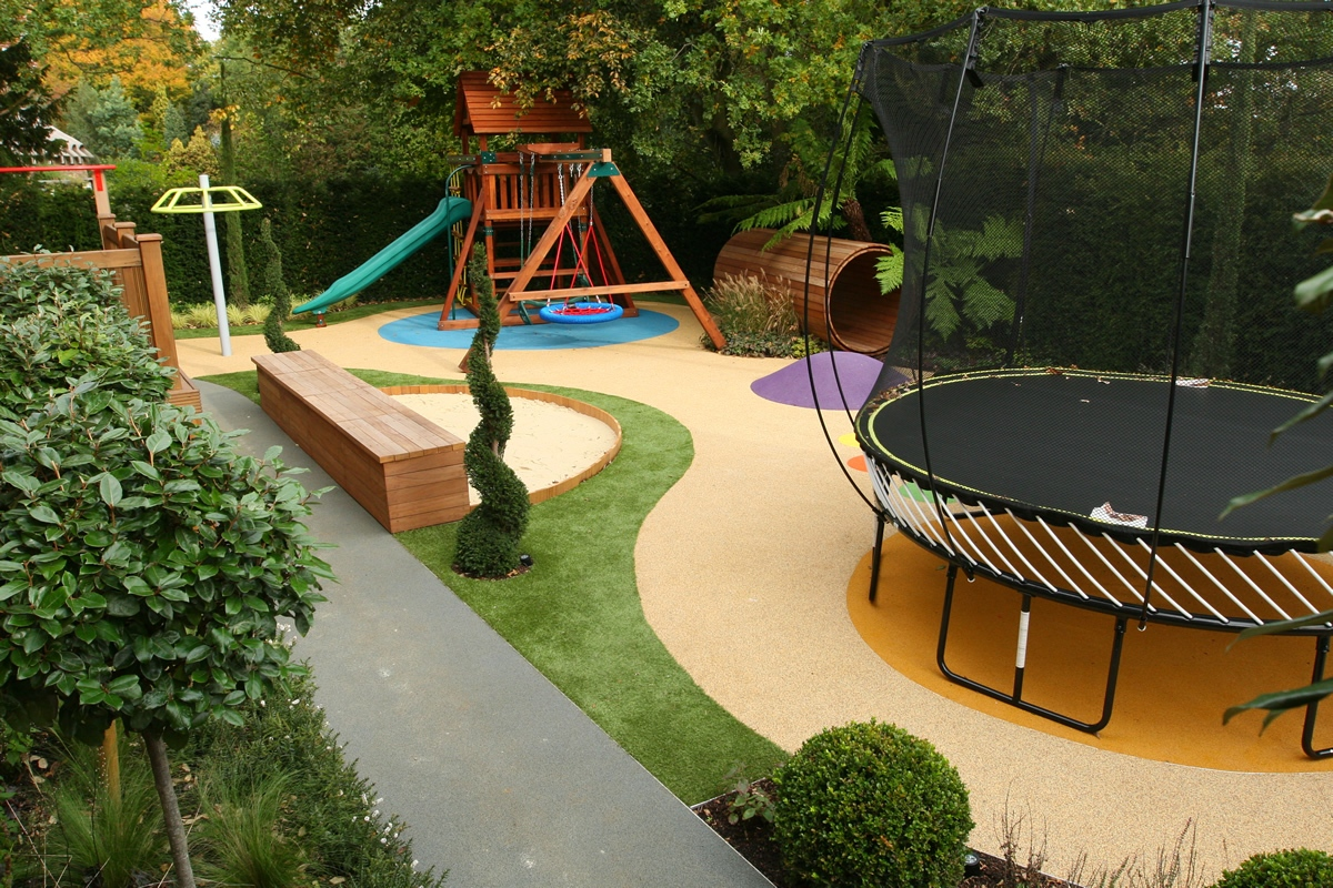 Children 39 s play area designed for large private garden in for Decoracion de jardines y parques