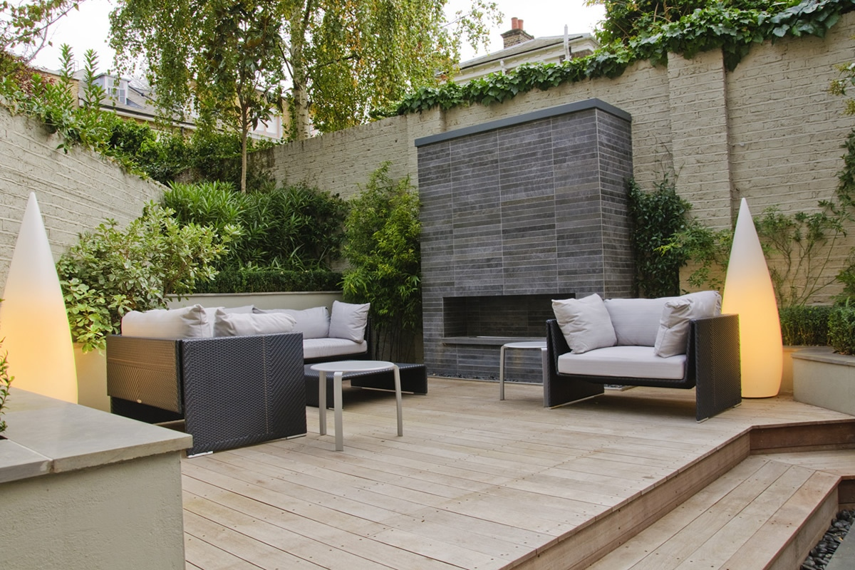 large bbq outdoor dining area low maintaince cambridge place town
