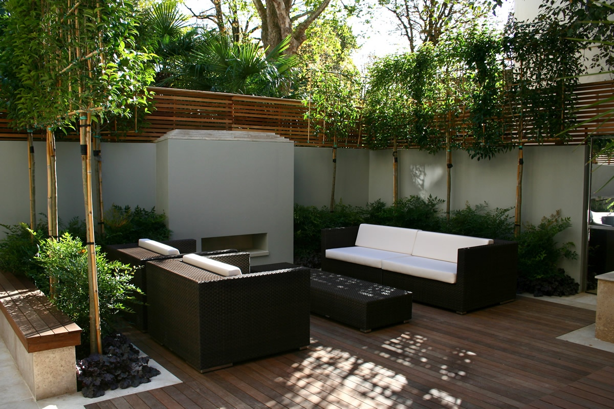 Contemporary outdoor space designed by kate gould of kate for Award winning courtyard designs