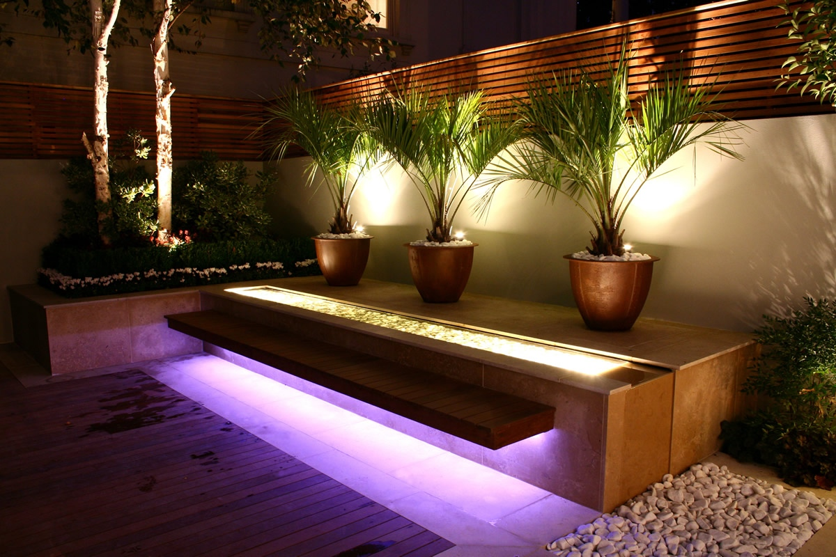Contemporary outdoor space designed by kate gould of kate - Luces para terraza ...