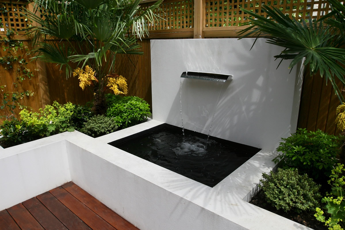 Small garden wimbledon designed with automatic irrigation for Mini garden landscape design