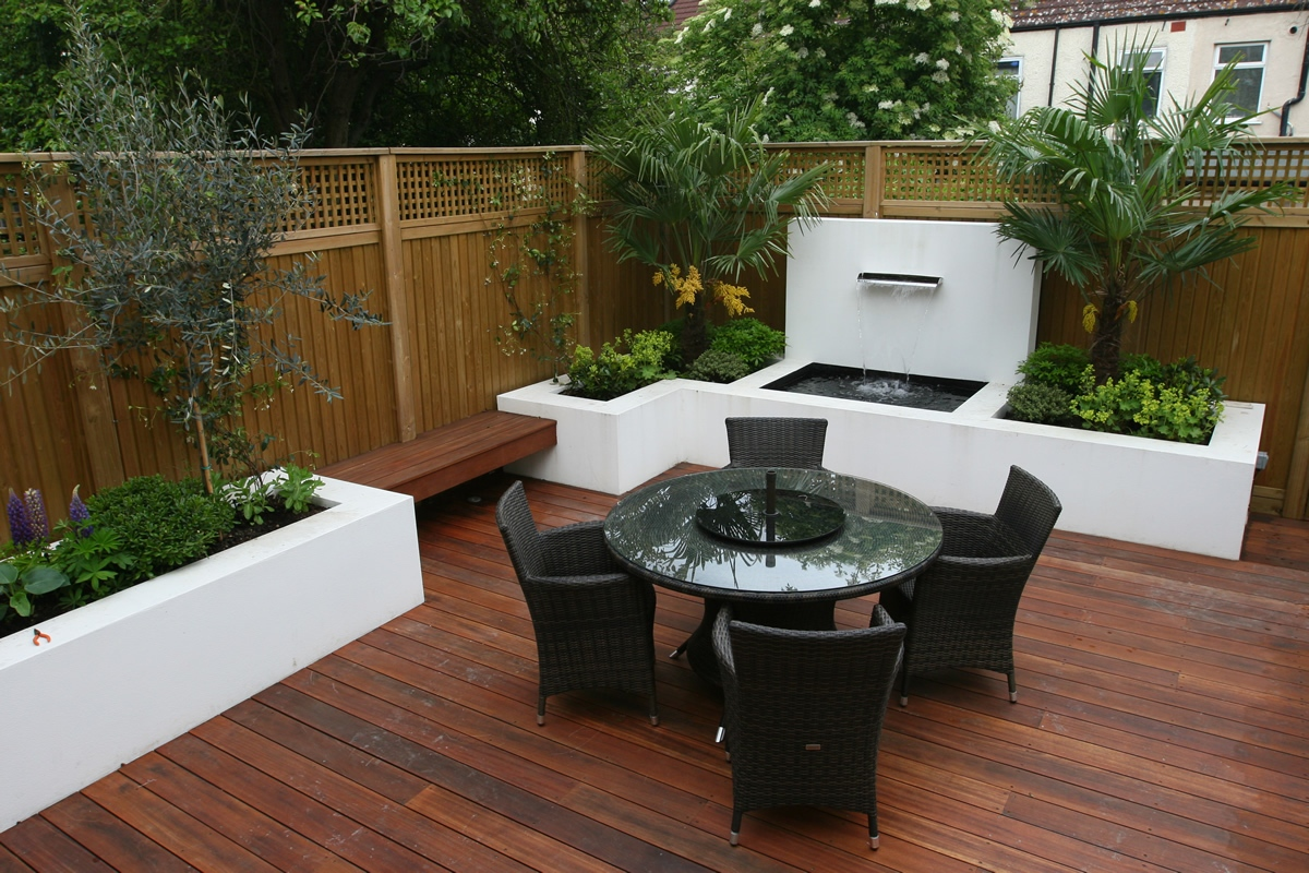 Small Garden Wimbledon Designed With Automatic Irrigation System Stainless Steel Waterfeature