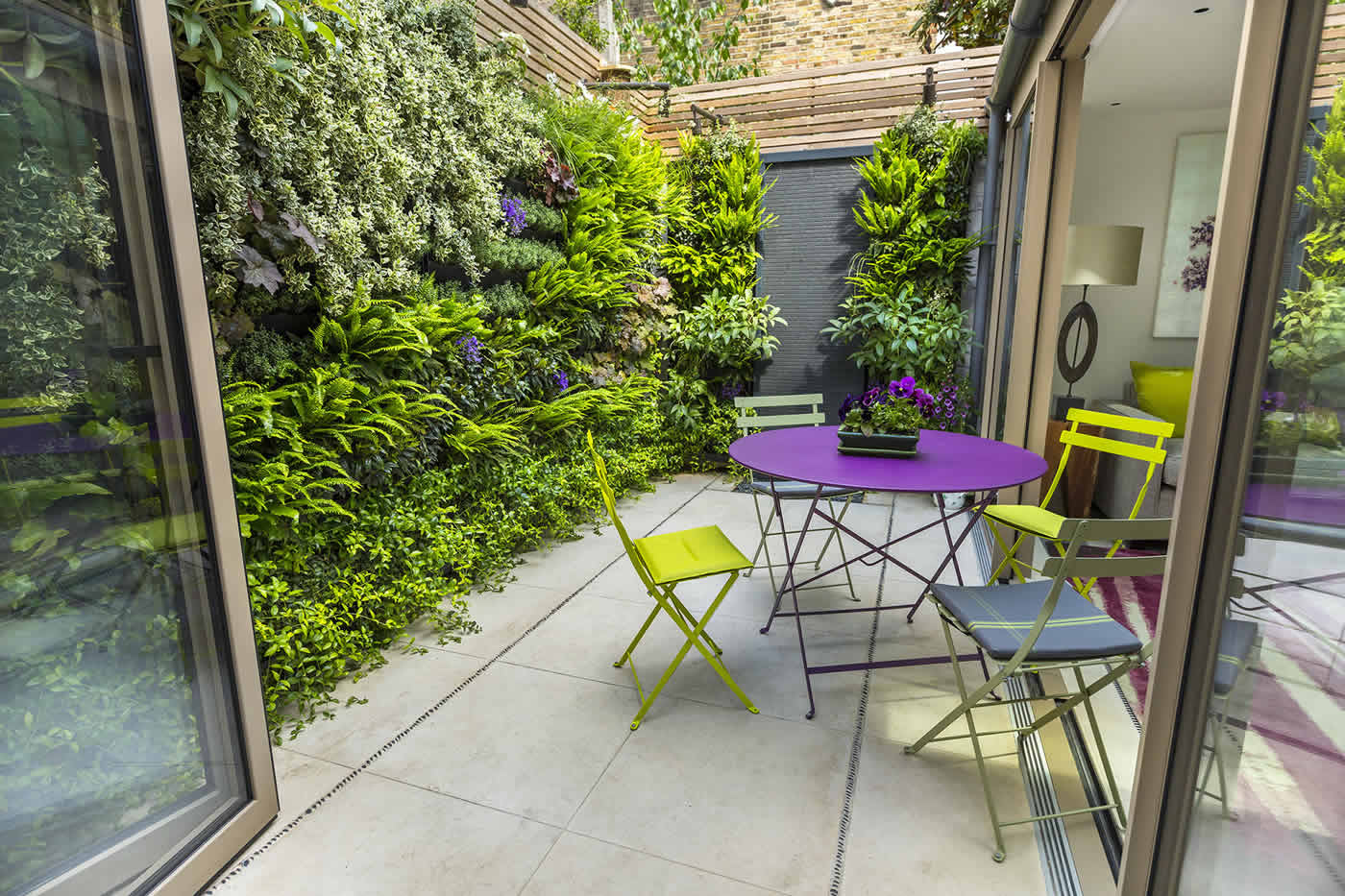 Kensington courtyard garden design living green walls for Garden courtyard designs