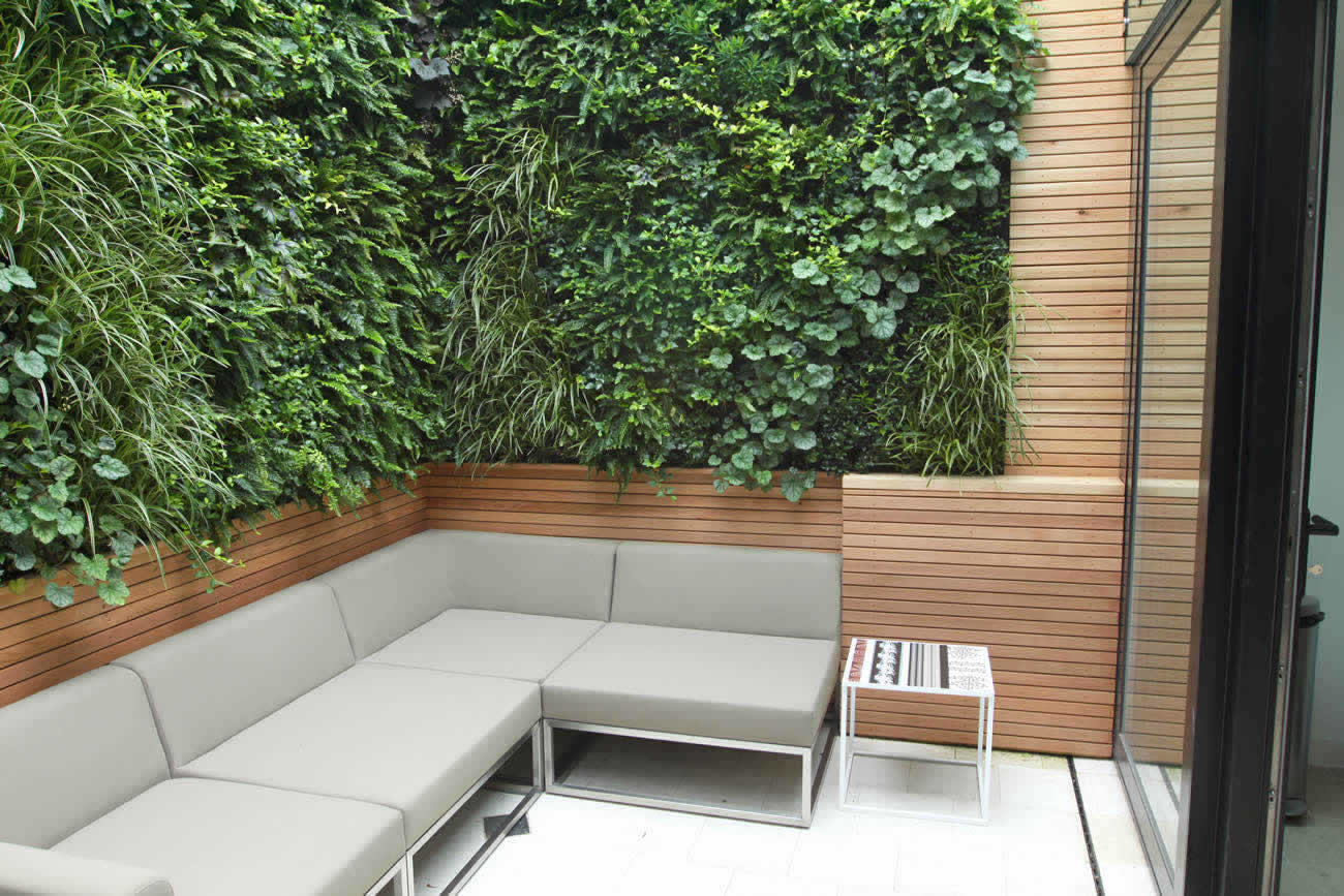 Small city garden in islington designed by award winning for Award winning courtyard designs
