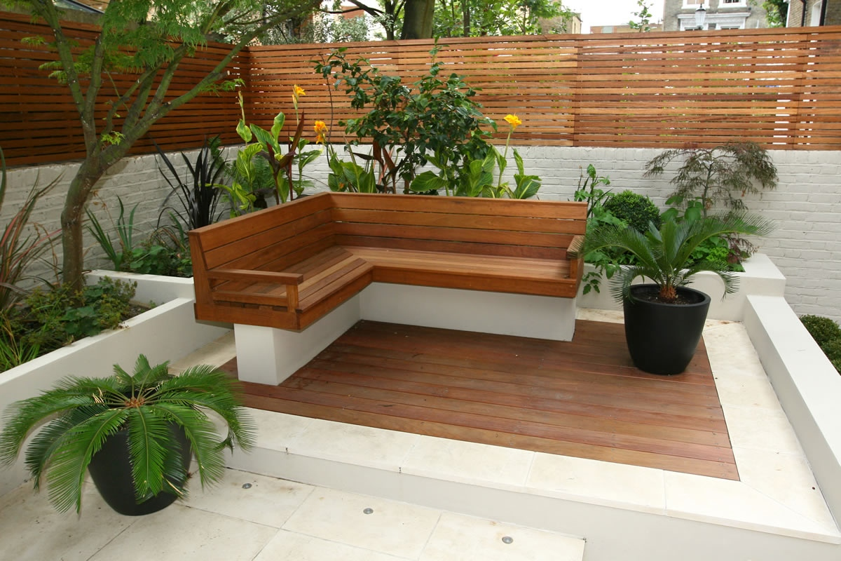 Contemporary chic garden slatted hardwood trellis by Ben