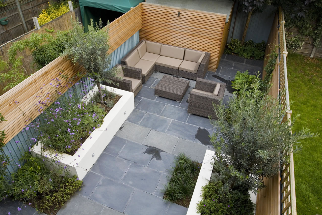 Small contemporary designed garden in putney with rendered for Tiny garden plans