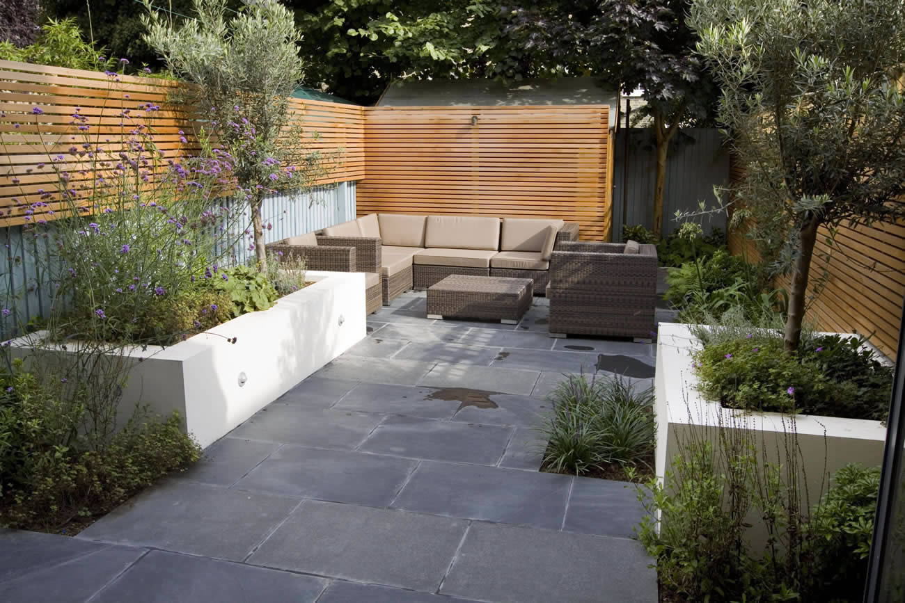 Small contemporary designed garden in putney with rendered for Contemporary garden design ideas for small gardens