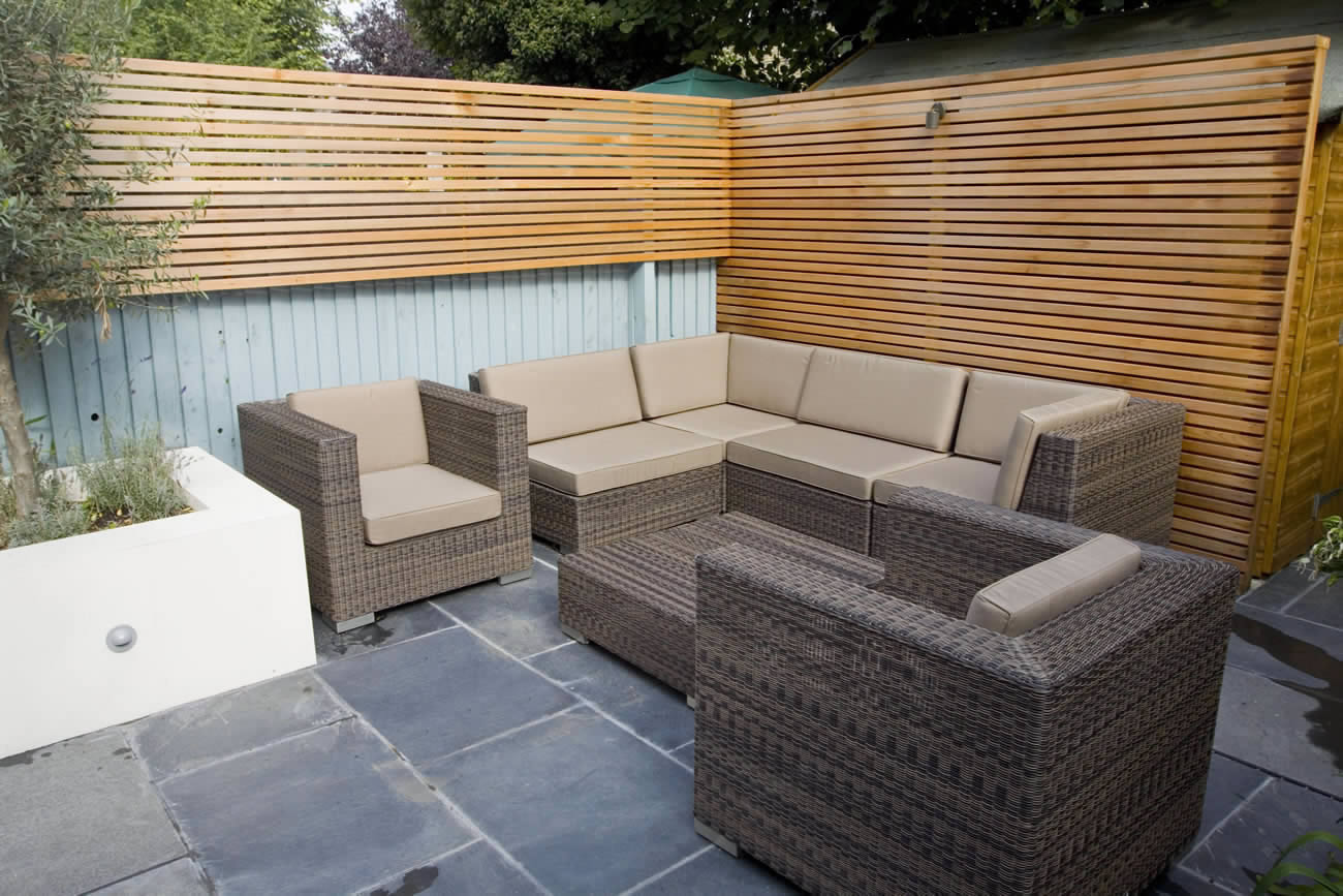 Small Contemporary Designed Garden In Putney With Rendered