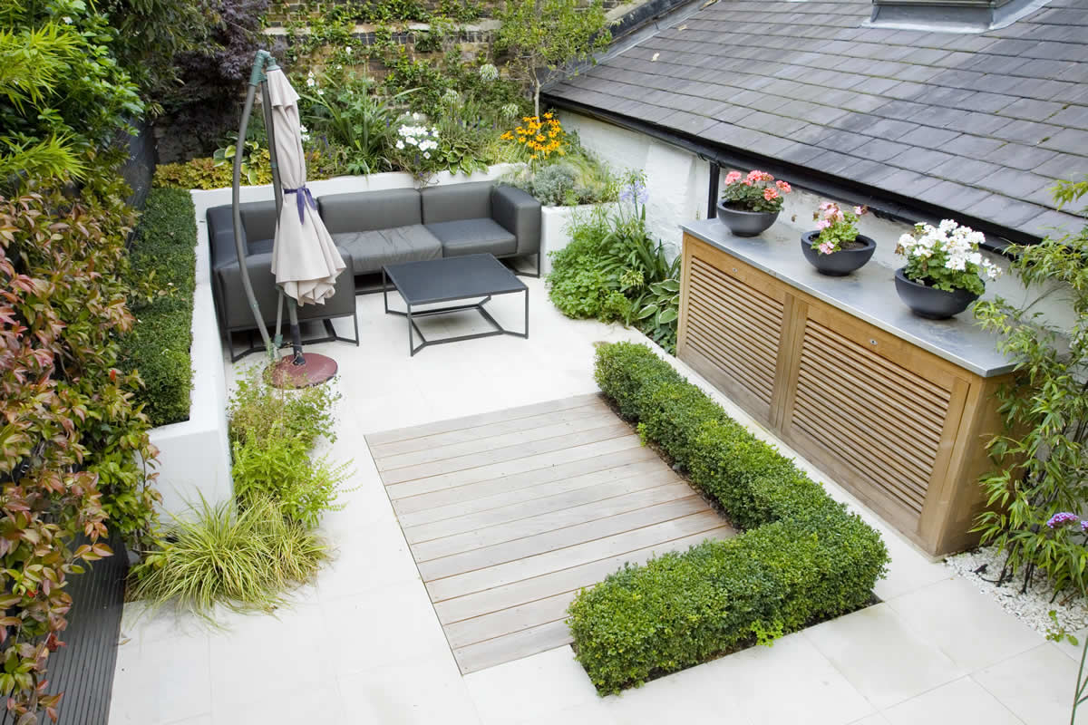 Outdoor room in sloane square chelsea with gloster for Mini garden landscape design