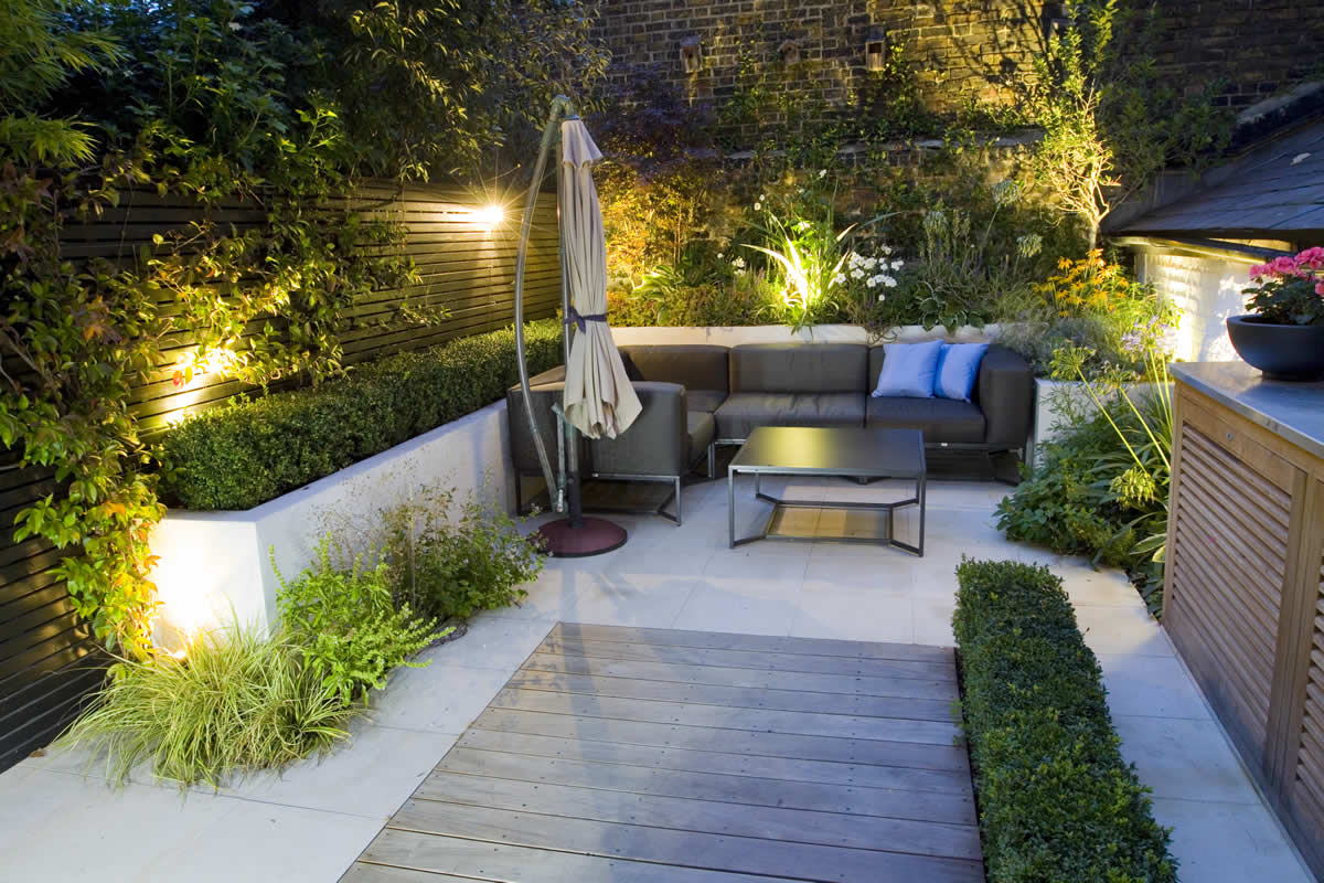 Outdoor room in sloane square chelsea with gloster for Tiny garden rooms