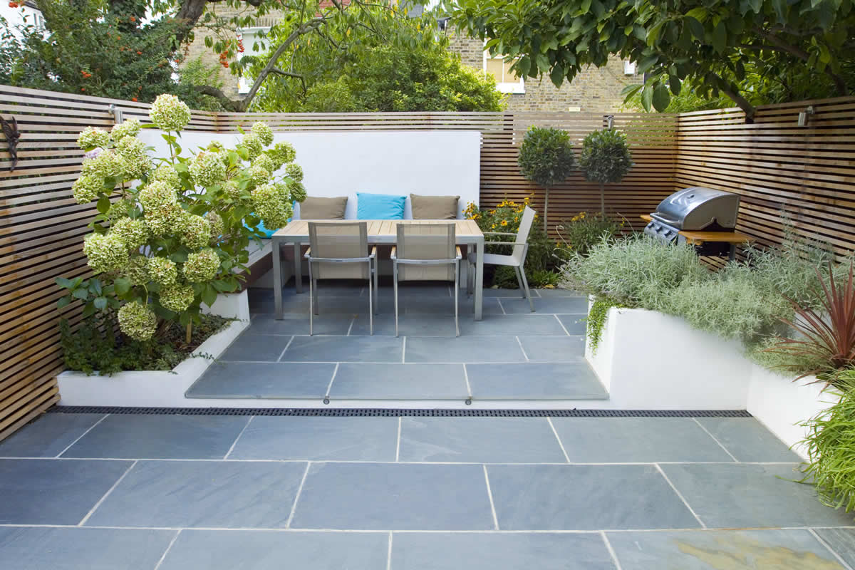 Contemporary small family garden designers in clapham sw4 for Small garden paving designs
