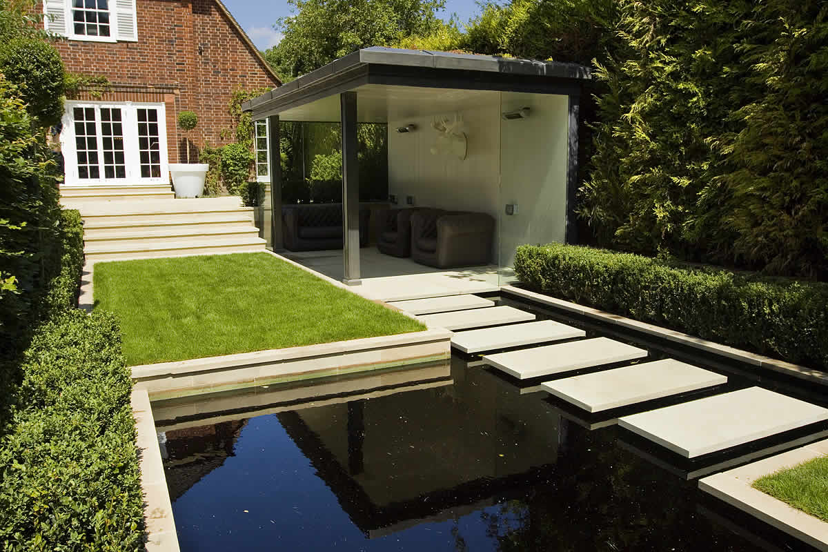 Stunning suburban garden constructed in hampstead by lynne marcus also with hunza exterior - Garden design uk gallery ...