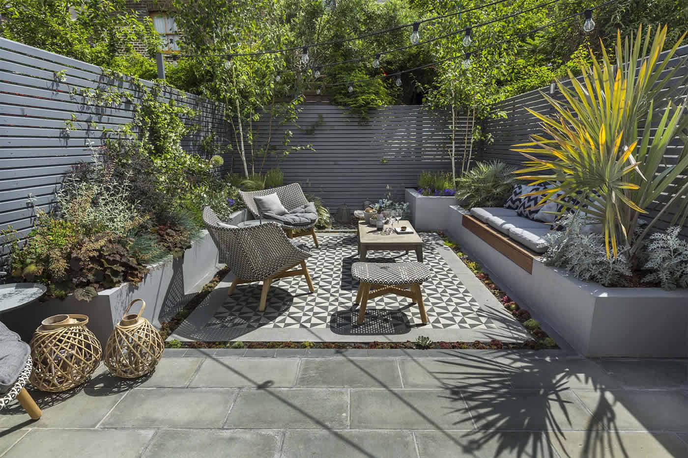 Kensington courtyard garden design living green walls for Small private garden ideas