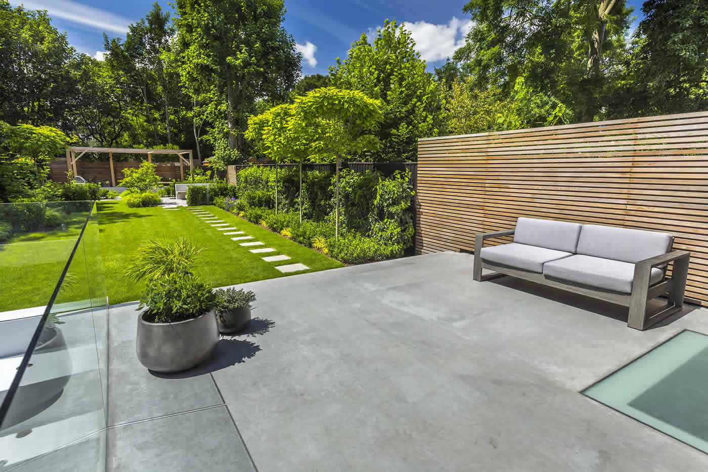 Stunning contemporary garden for Contemporary gardens